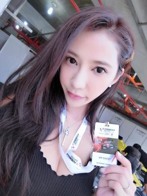 台湾最性感的美女赛车手安小乔。