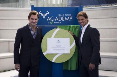 纳达尔(右)与费德勒(左)最近一同出席在摩纳哥的网球学院揭幕仪式。