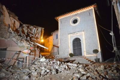 维索村建筑物严重损毁。