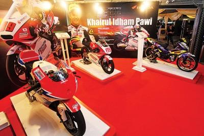 本田于葛尼百丽宫展示了为本田车队代表凯鲁拿下亮眼战绩的摩托车。