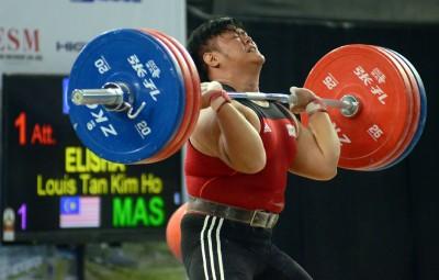 陈金和(译音)角逐105公斤级别项目。