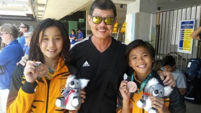 骆佳宜/黄倩萍开心赢得女双10米跳台铜牌。