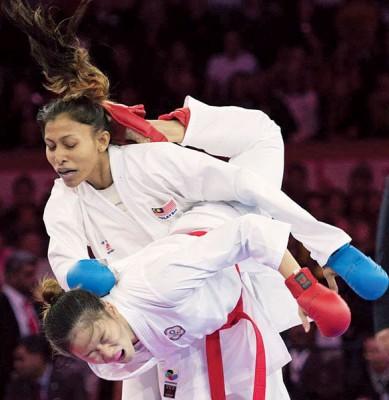 莎姬拉被文姿云一脚蝎踢击中,与奖牌擦肩而过。