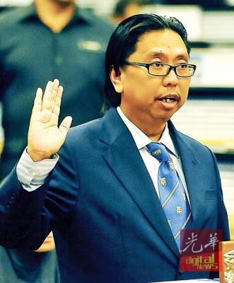 41岁的布迪曼宣誓就任大港区国会议员。