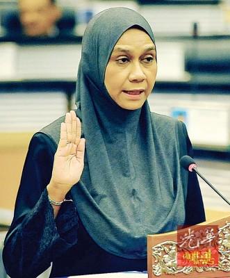 玛斯杜拉(55岁)宣誓就任江沙区国会议员。
