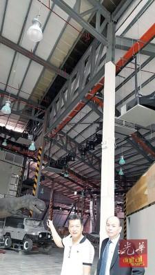 林集强(左)及姚和敬指,当天失火的主题乐园工地,只是小部分天花板受损并没影响光大建筑结构,不会影响工程进度。