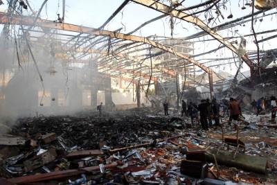 救救人员以废墟中寻找。(法新社图片)