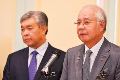 副首相拿督斯里阿末扎希指出,首相拿督斯里纳吉以控制巫统国会议员,是不是会支持伊斯兰党所提出的提高伊斯兰法庭的权力私人动议。
