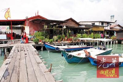 面对槟州海域可能出现的大涨潮现象,槟城沿海的姓氏桥住户凭着过去数十年的水上人家经验,认为桥梁高度足以应付大涨潮来袭。