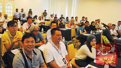 从事渔业的商家踊跃出席参与研讨会。