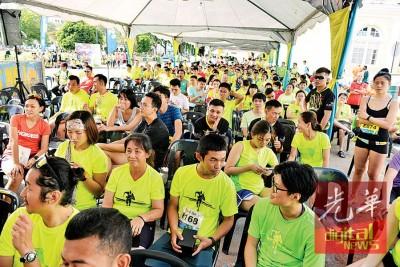 """备受争议在屠妖节隔天举行的""""2016年槟城跑""""周日(30日)早上照跑。"""