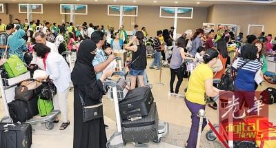 槟城国际机场如今面对人流拥挤情况,基设不足比如缺乏飞机停机位。