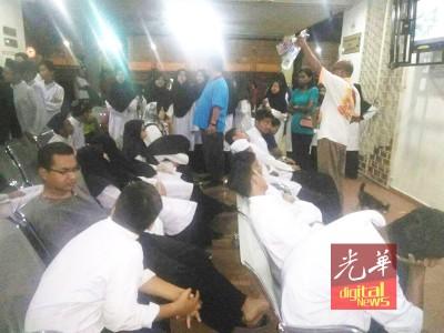 72名寄宿学生在晚餐后,集体腹泻及呕吐,怀疑食物中毒被紧急送院就医。