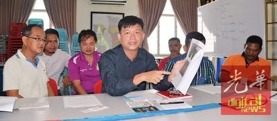 王泽钦举行记者会,答非法垃圾课题。