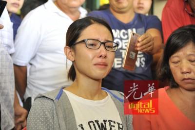 林晓莹最终还是在公告会中泪崩。
