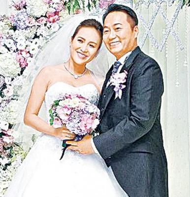 张克帆和新婚妻子双儿修成正果举行婚宴。
