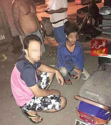 图干案的鲜名窃贼被老火于自愿治安队捉个正在,等送往警局。