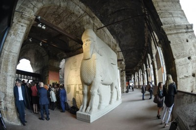 罗马斗兽场展出伊拉克及叙利亚境内,让IS摧毁的知识遗产的仿制品。(法新社照片)