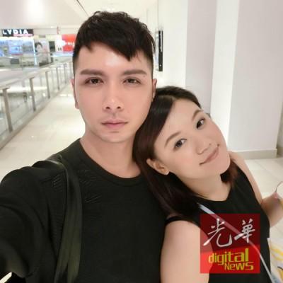 廖小俊与女友的合照。