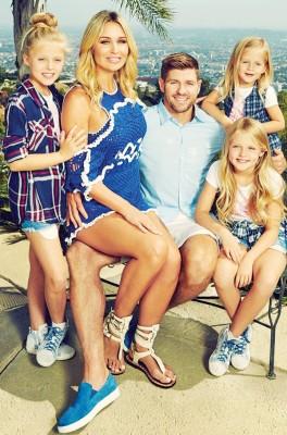 谢拉特与妻子,及三个女儿。