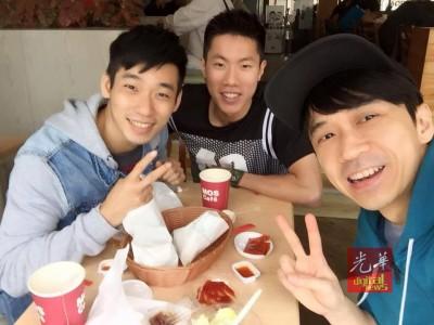 左起陈炳顺、吴蔚升和光良在台北相见欢。