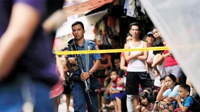 不满总统迪泰特反毒过火,美国已中止向菲警队出售2.6万支突击步枪。