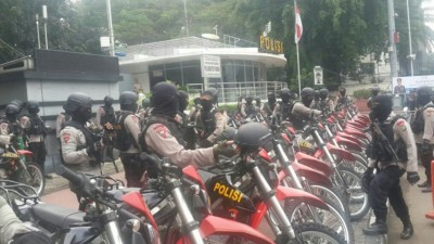 警员准备出动。