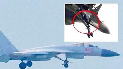 解决15的前端降落架,具有电弹弹射作用。