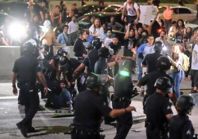 洛杉矶派出所追捕多名示威者。(法新社照片)