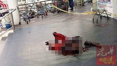 印裔男子自残后晕倒在购物中心大门。