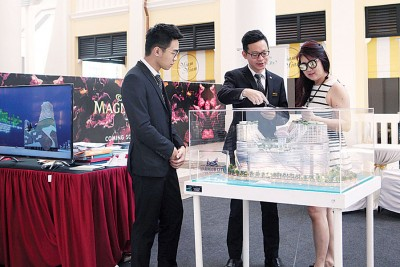 惠胜集团向民众介绍马六甲新地标豪景湾。