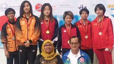 黄倩萍(左)/骆佳宜成功赢得10米台银牌。