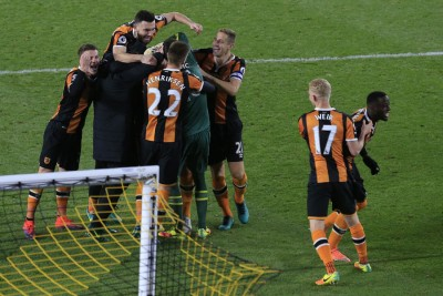 赫尔球员庆祝打进英联赛杯半决赛。