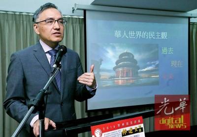 """鲜红云汉受邀为华人世界之民主观""""讲座开讲,剖析现在华人世界,尽管中国、台湾、香港、马来西亚华人同新加坡华人对民主的价值观。"""