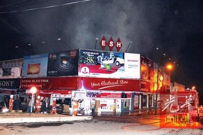 火势受控后,破除拯员耗2时将火势完全扑灭。