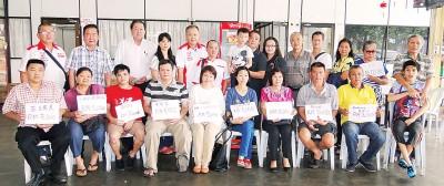 超級摩多愛心組把男童陈建亨医药余款,逾11万令吉转捐给19个单位。