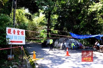 去水坝路的路段已使下警戒线,避免民众进入危险区域。