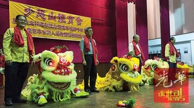 符峻榙(左起)、黄瑞志、郭献华和孙振金为醒狮点睛。