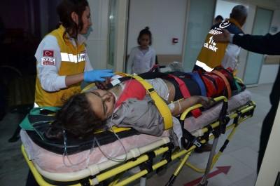 有女学生晕倒送院治疗。(法新社照片)