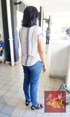 民众禁止身穿牛仔裤拖鞋入庭。