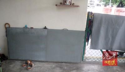 吴江水以厚厚的铁制成铁门避水。