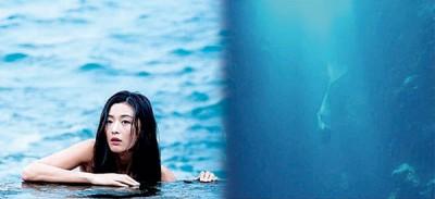 全智贤长时间在水中拍摄非常敬业。