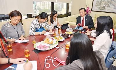 廖中莱配合马华第63届中央代表大会接受媒体联访时,针对时下议题侃侃而谈。