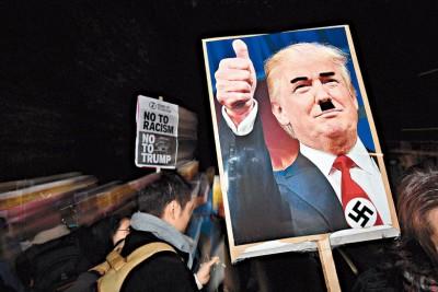 伦敦美使馆外来示威者将特朗普绘成纳粹领袖希特勒。