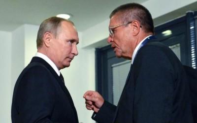 普京当失去对伍留卡耶夫(右)的信赖后,曾将他免职。