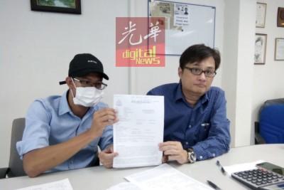 阿末菲特利(左)由于郑志文陪,做记者会叙述经过。