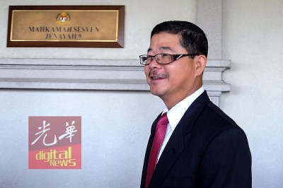 吉隆坡前刑事调查主任拿督邱震华被指控违反洗黑钱法令表罪成立,得出庭自辩。