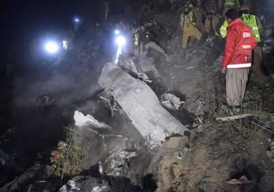 客机坠毁后残骸遍地。(法新社照片)