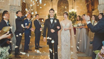 陈紫函和戴向宇日前在西班牙城堡举办婚礼。