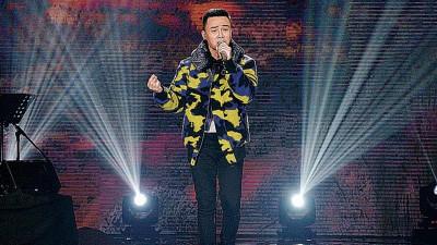 李文杰《找自己》的呈献,获评审大赞媲美专业歌手。
